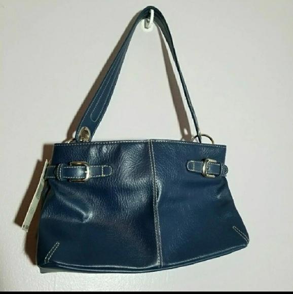 Tommy Hilfiger Handbags - Tommy Hilfiger swing shoulder bag. Free shipping!